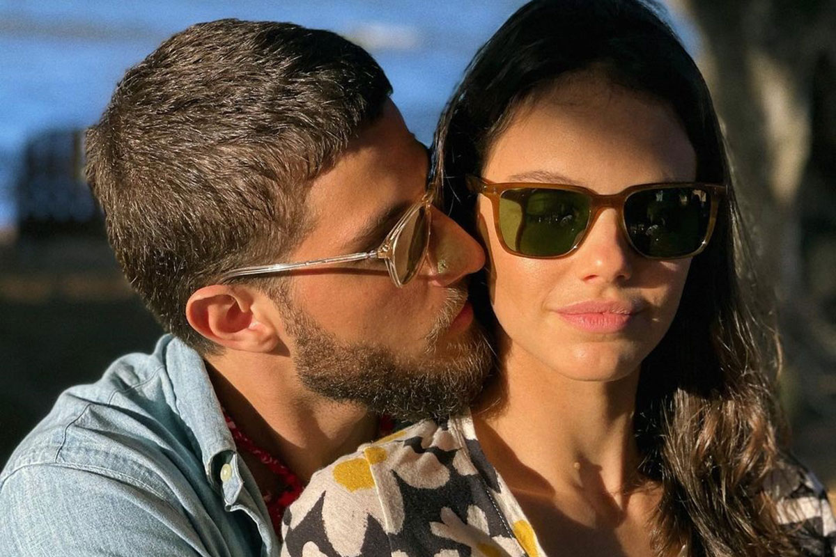 Chay Suede com Laura Neiva