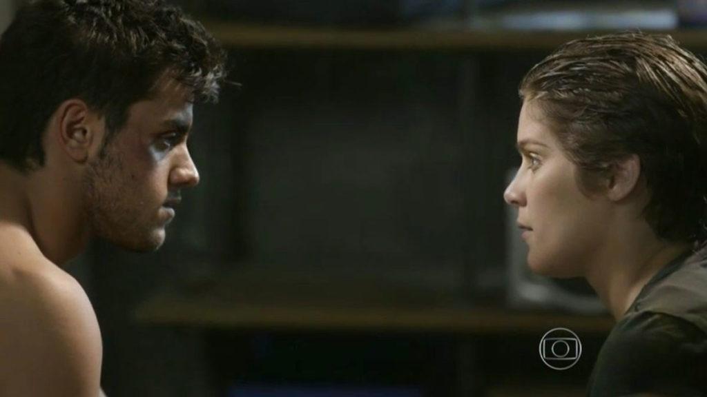 Cobra afirma à Karina que Pedro a ama