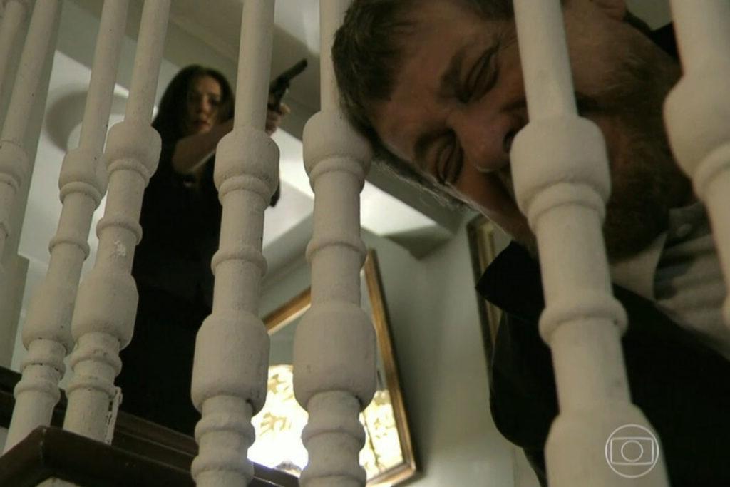 Cora atira em Reginaldo, que morre no local