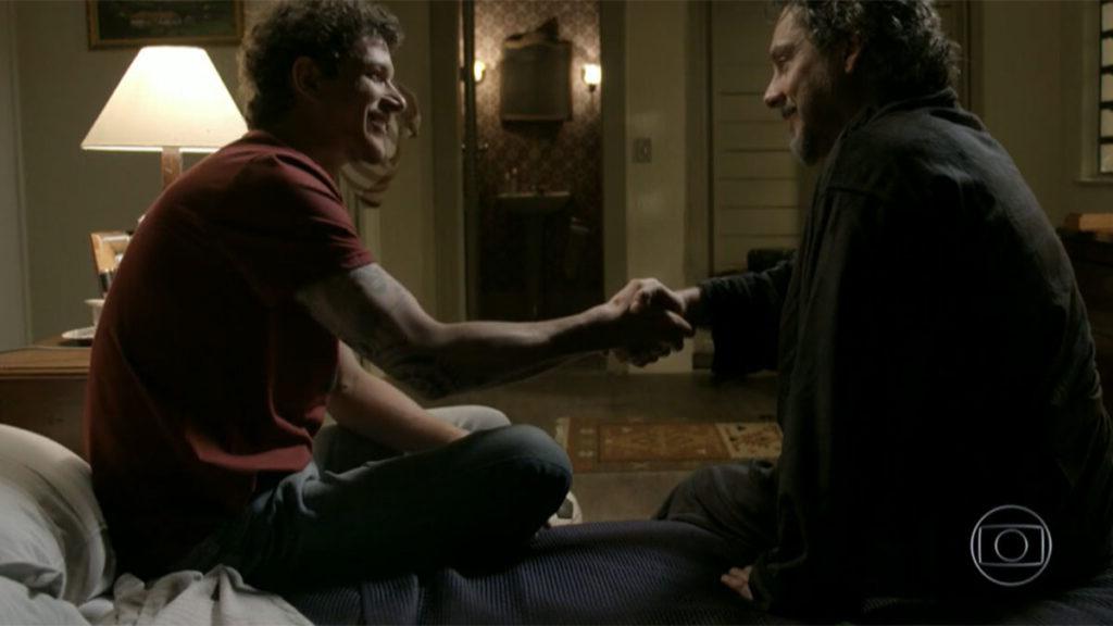 O aperto de mãos entre tio e sobrinho