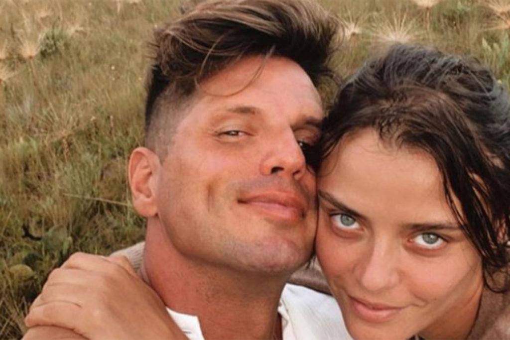 Fernando Fernandes de rosto colado com a namorada, Laís Oliveira