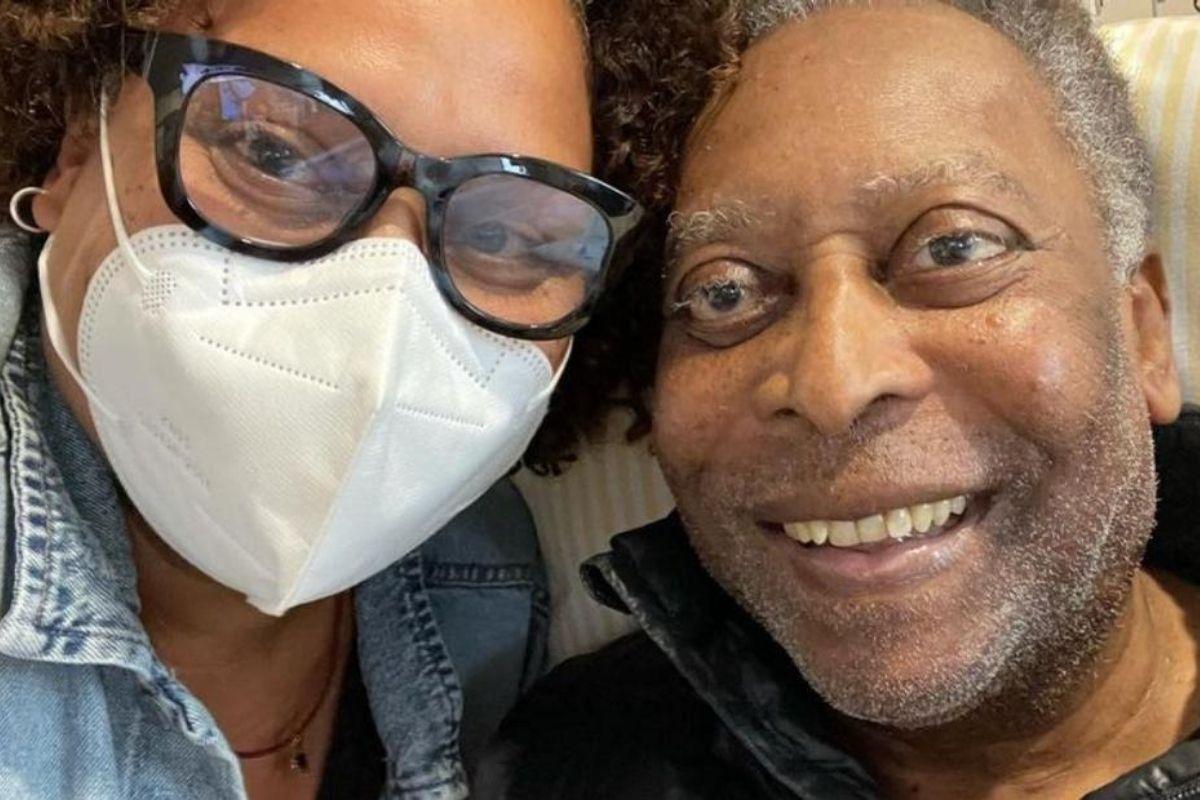 Filha de Pelé comemora alta do pai