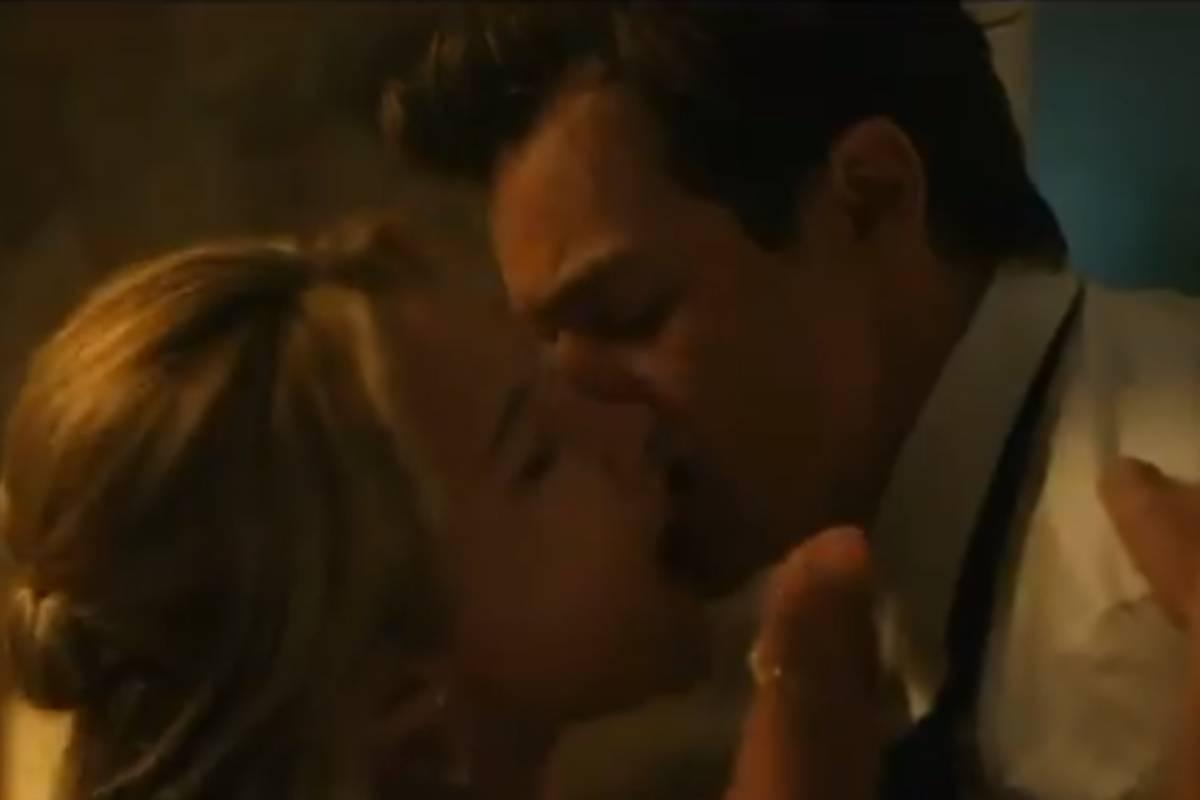 florence pugh e harry styles se beijando em cena quente do trailer de don't worry darling