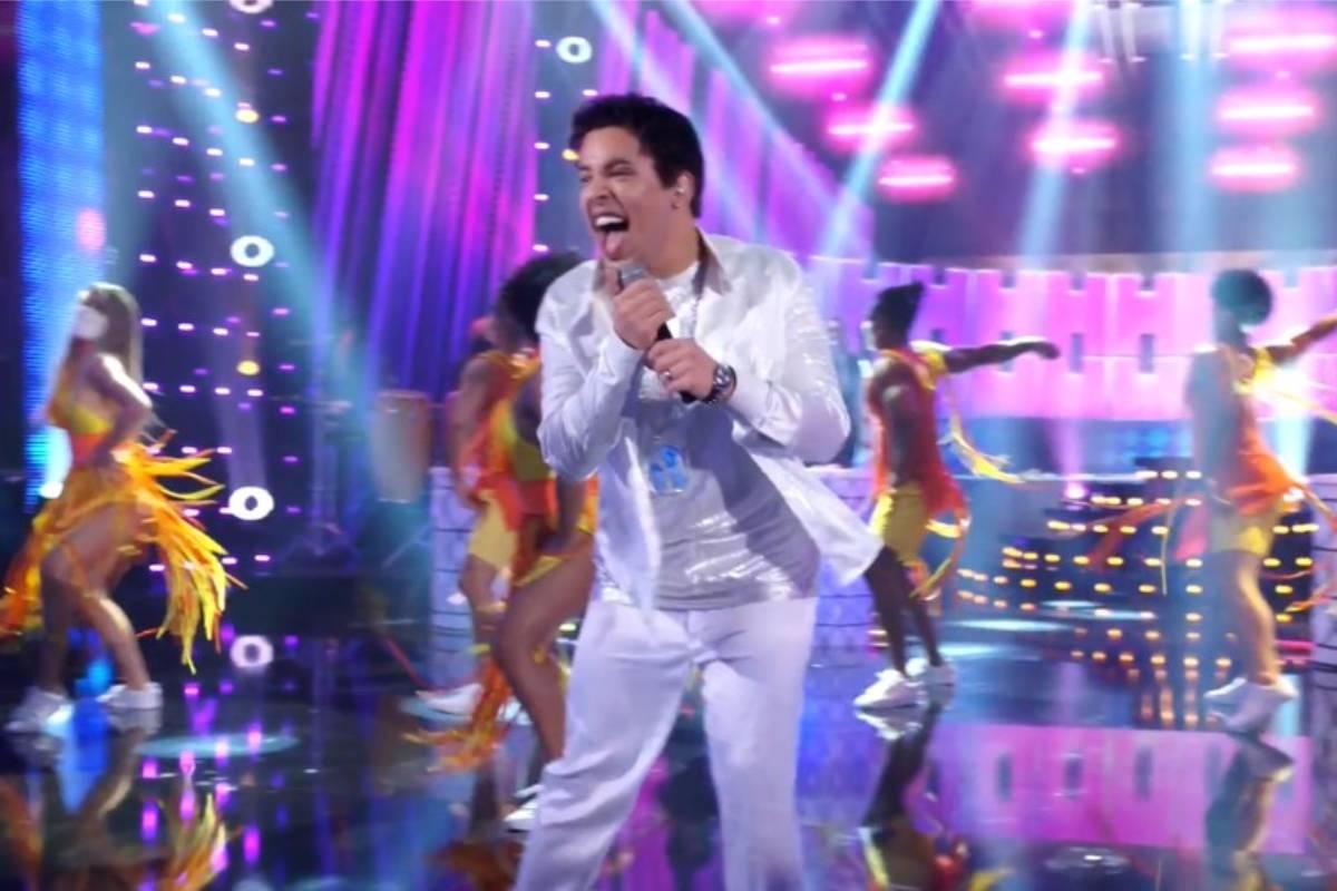 gloria groove cantando como xanddy no show dos famosos, quadro do domingão do huck