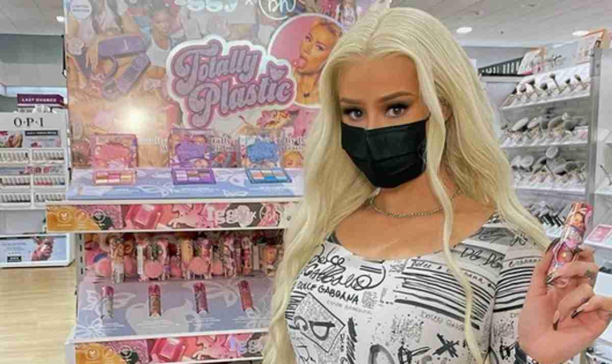 Iggy Azalea de máscara