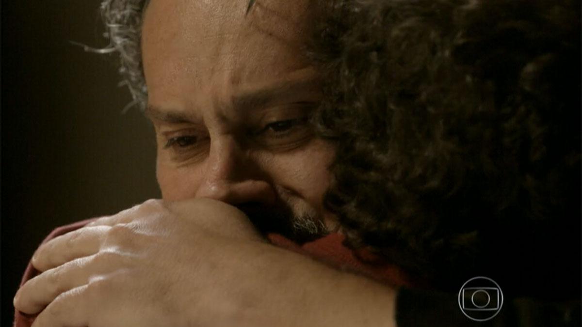 """José Alfredo troca um abraço cheio de emoção com Elivaldo em """"Império"""""""