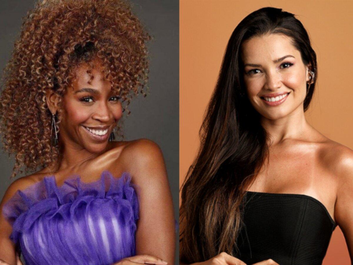 Karol Konká, de vestido lilás, sorrindo, e Juliettede blusa tomara que caia preta, também sorrindo