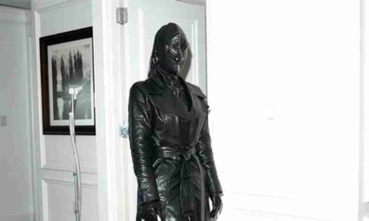Kim Kardashian de traje Balenciaga