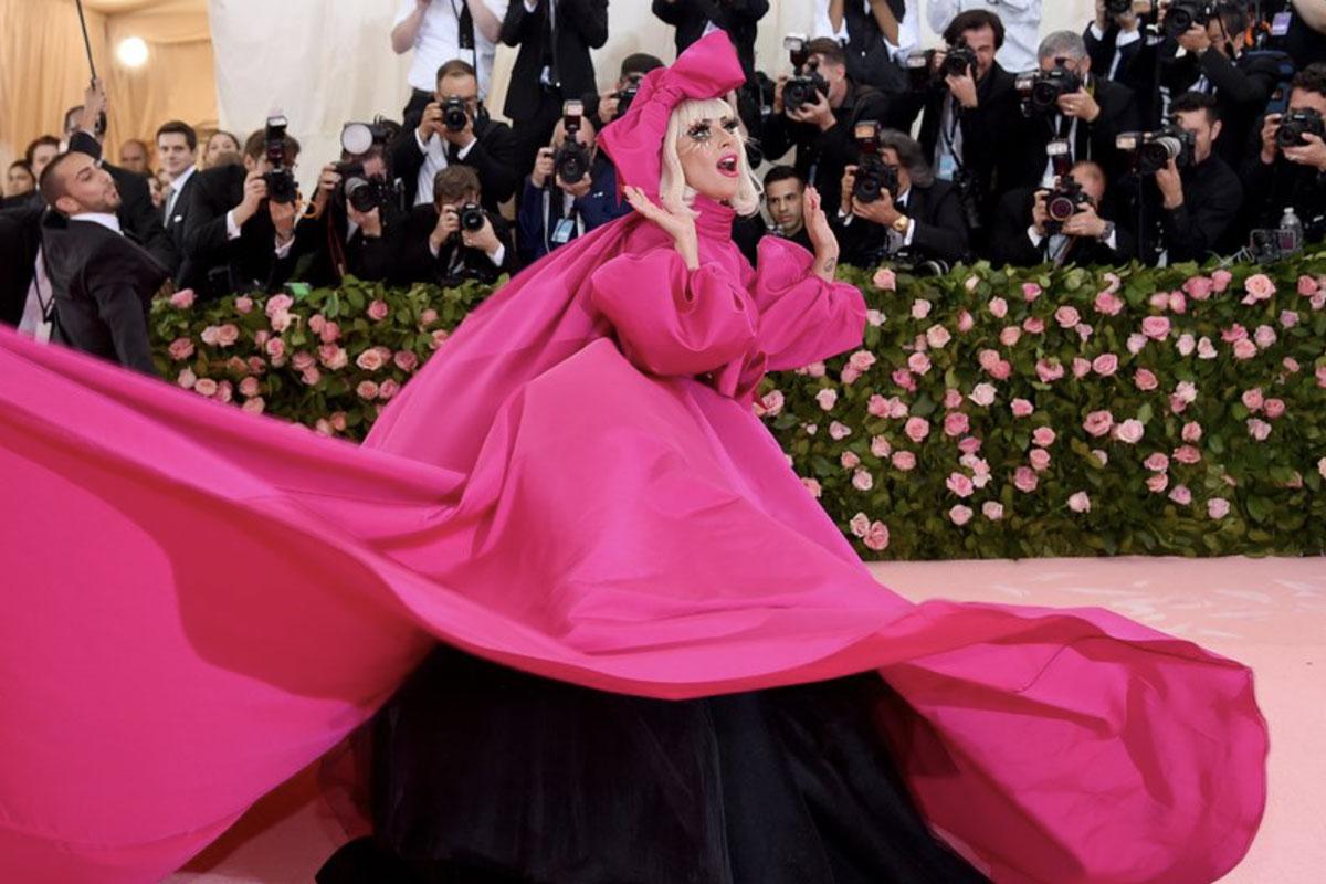 Lady Gaga como anfitriã do Met Gala 2019