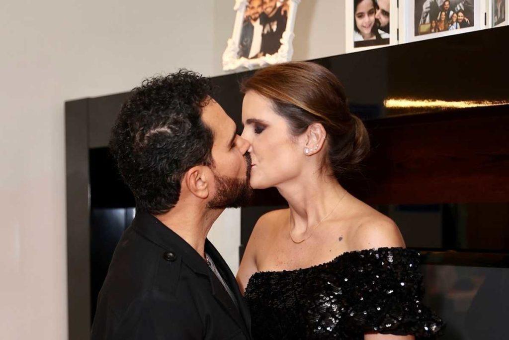 luciano camargo beijando esposa  no camarim de show para vacinados
