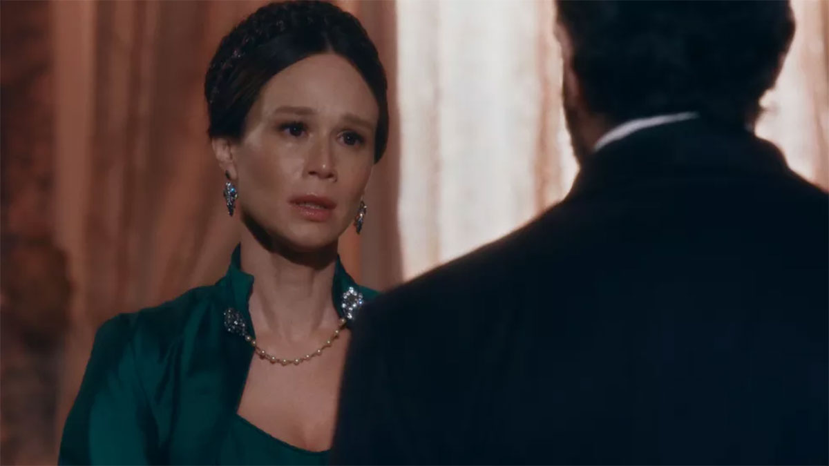 Luísa termina com Pedro, depois de ver beijo entre ele e ex-amante em Nos Tempos do Imperador
