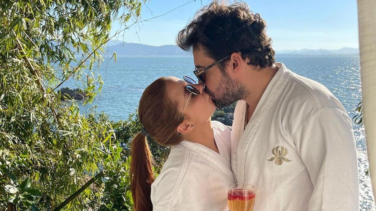 Maiara e Fernando Zor se beijando