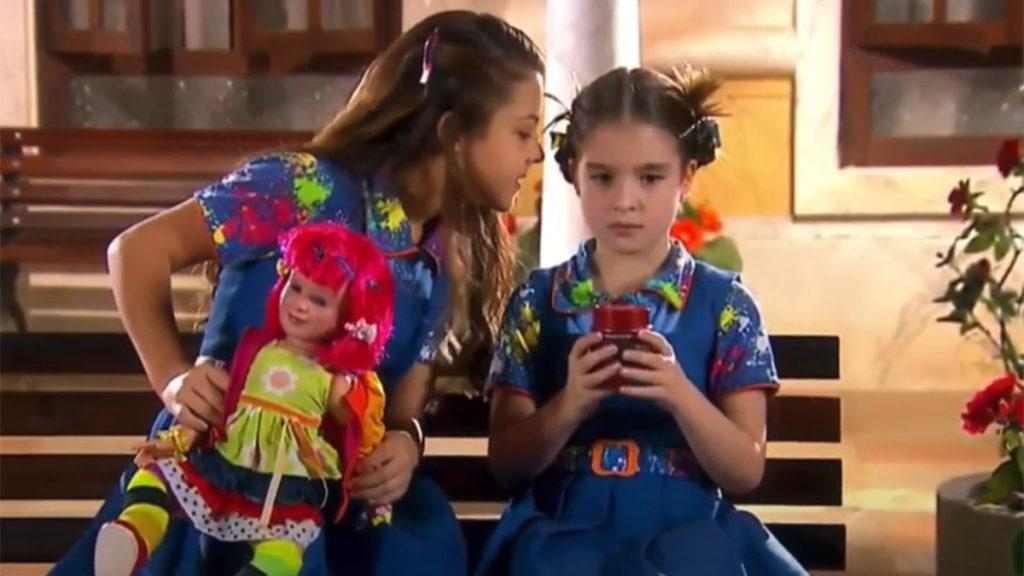 Marian arranca a boneca Laura de Maria e a ameaça