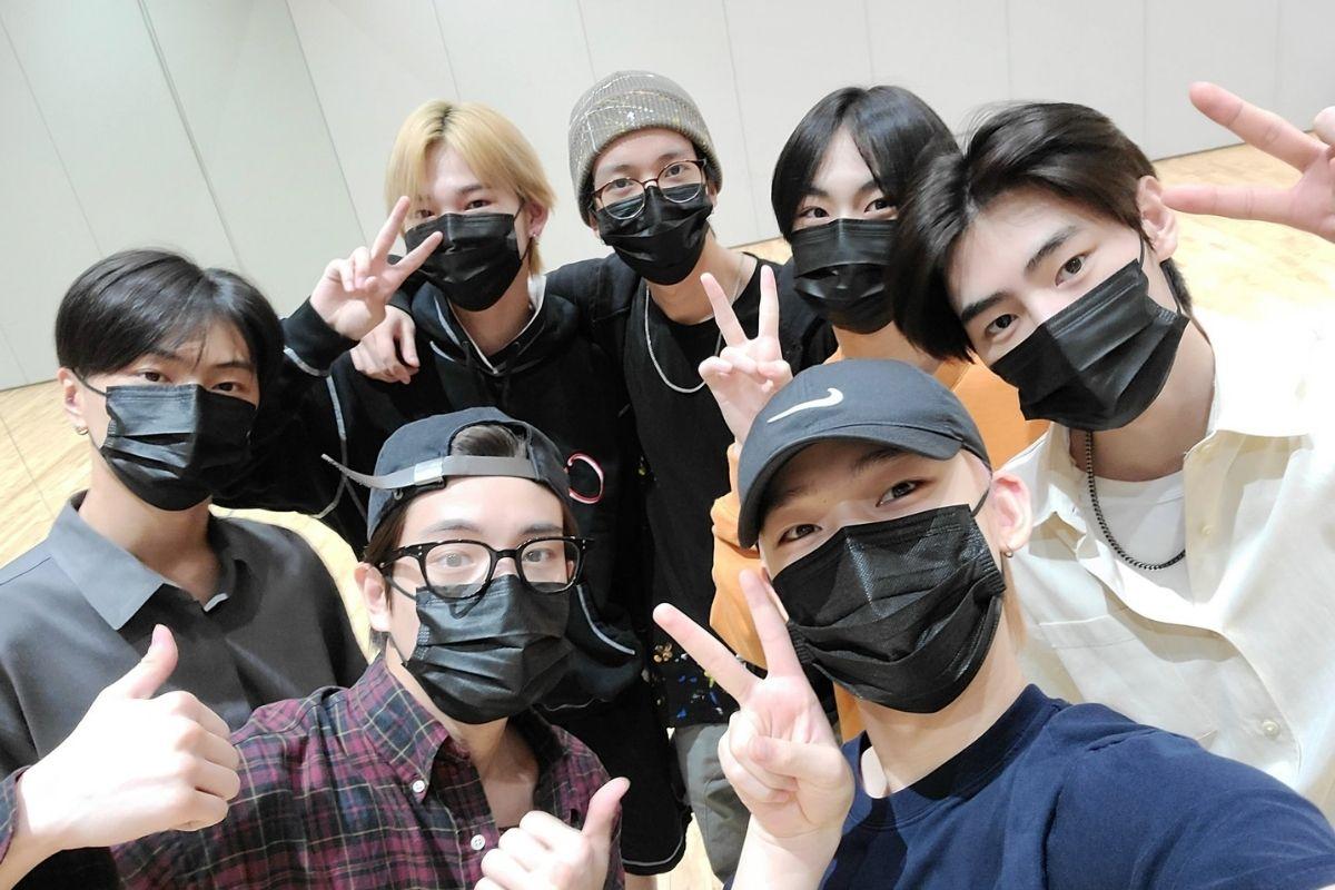 Selfie do grupo ENHYPEN