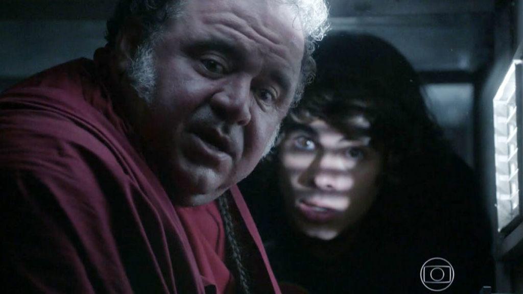 Nando fica preso no duto do ar-condicionado da Khan