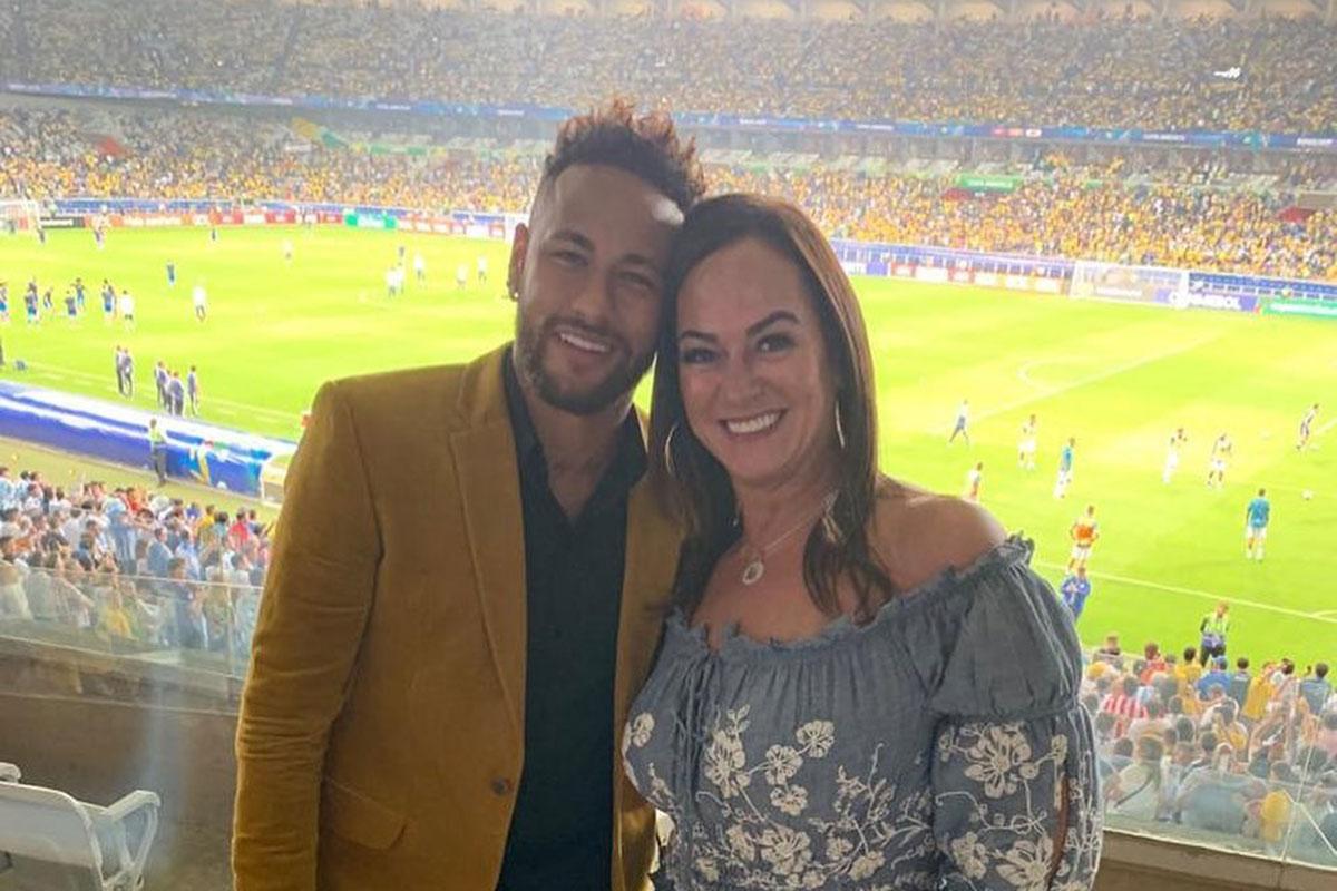 Neymar ao lado da mãe Nadine Gonçalves