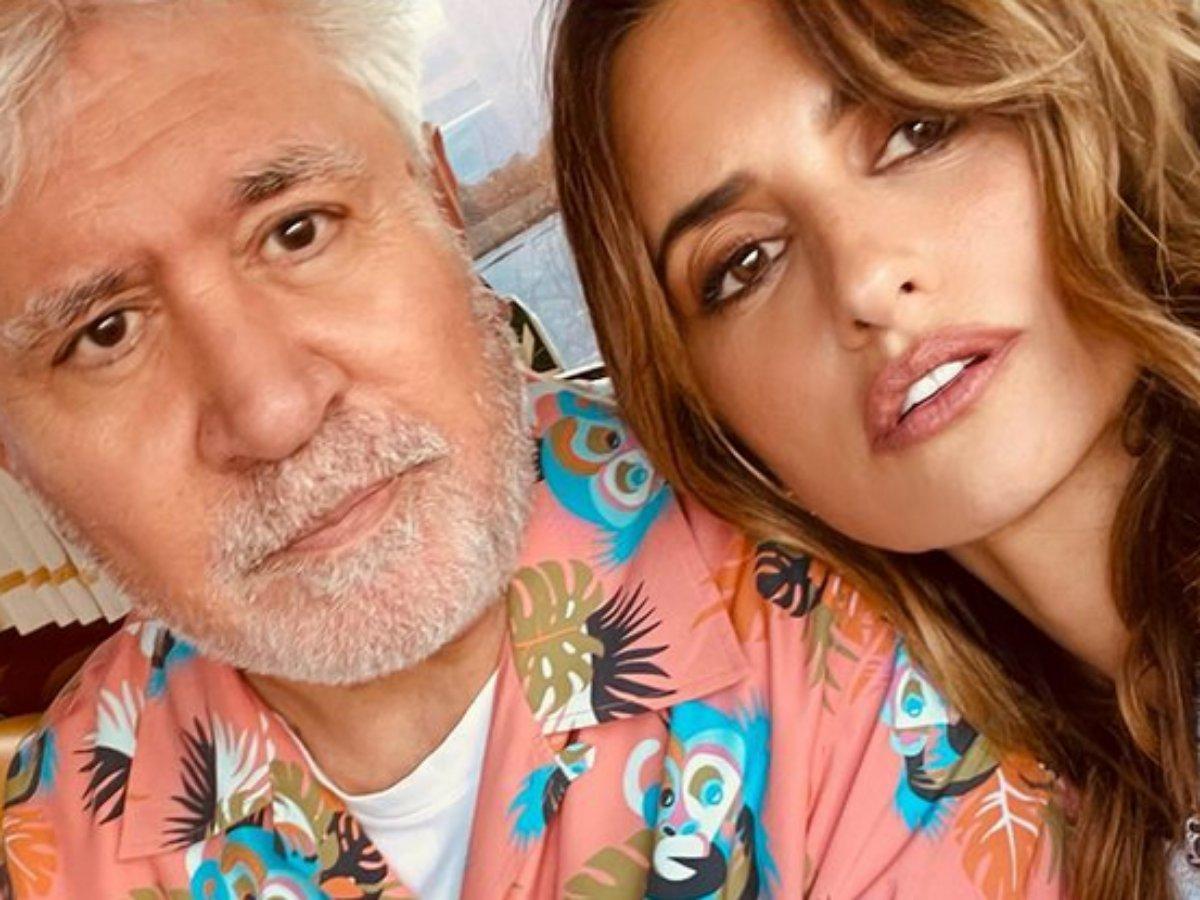Penelope Cruz em selfie com o amigo, o cineasta Pedro Almodóvar