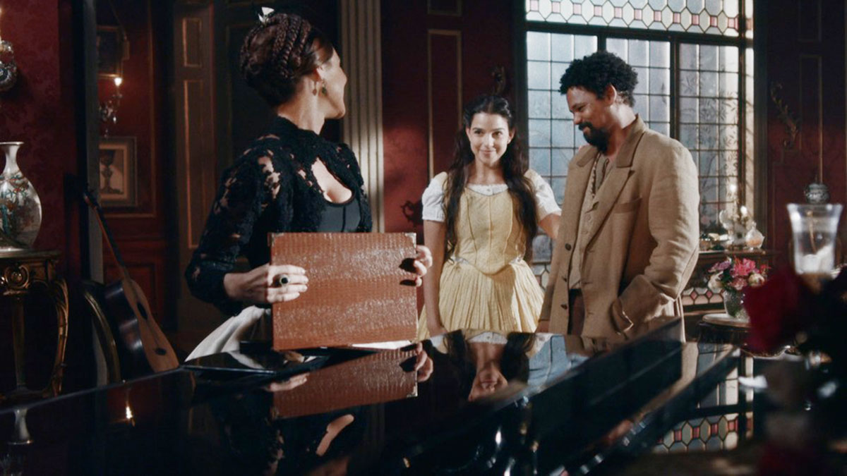 """Pilar sente ciúmes de Samuel com Luísa, em """"Nos Tempos do Imperador"""""""