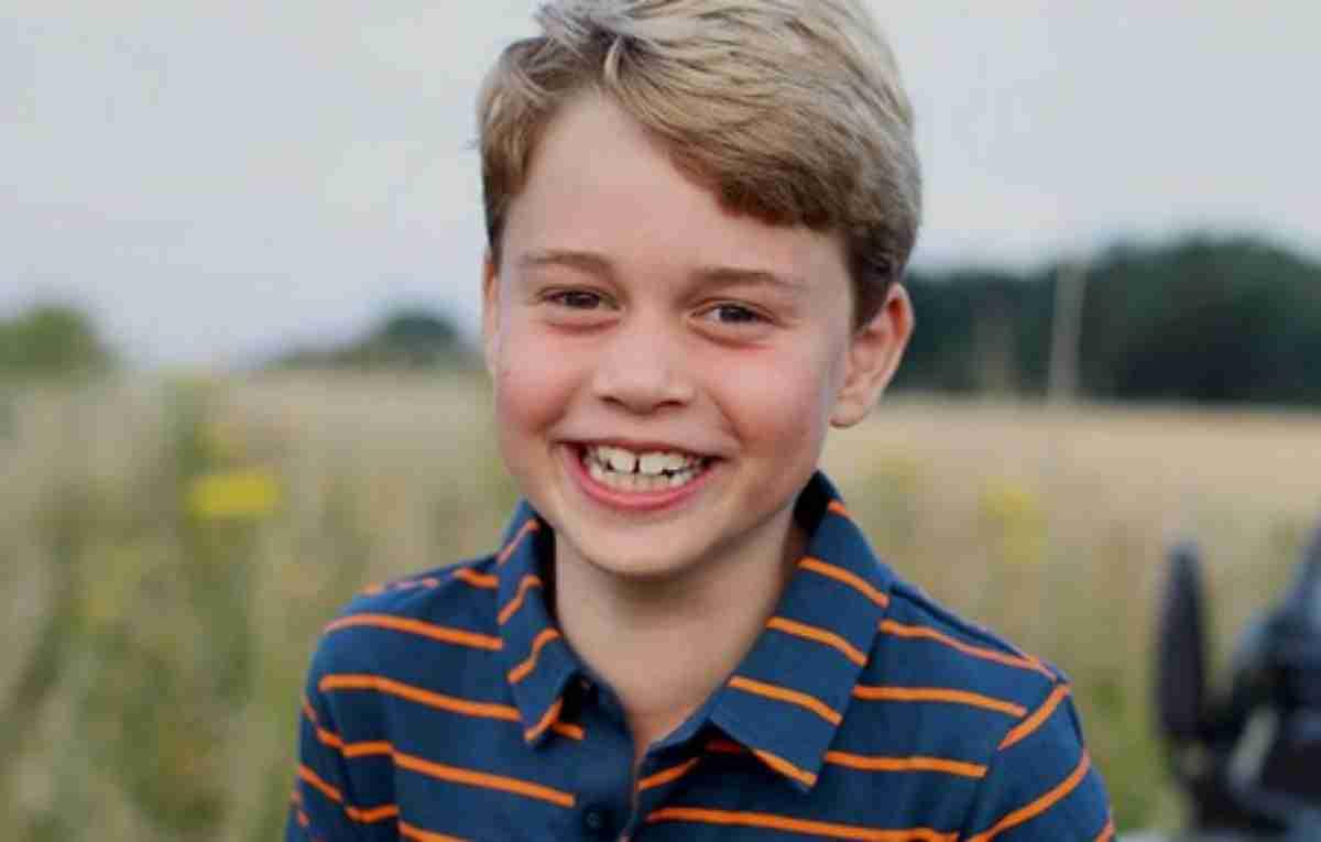 Príncipe George sorri em seu aniversário