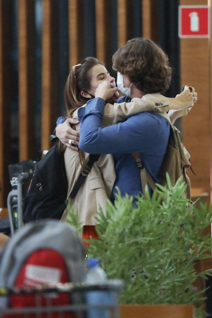 Giulia Be em clima de romance com Romulo Arantes Neto