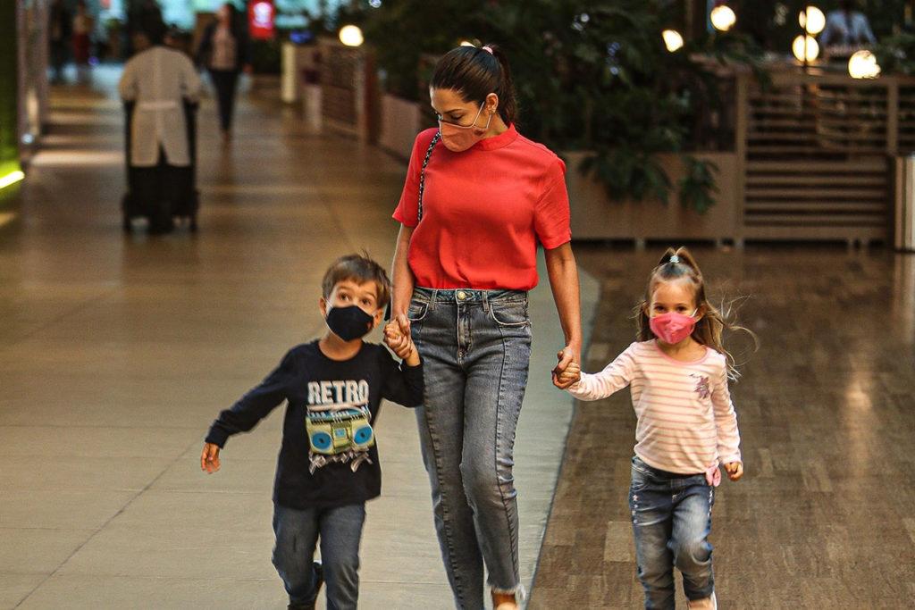 Thais Fersoza com os filhos Melinda e Teodoro