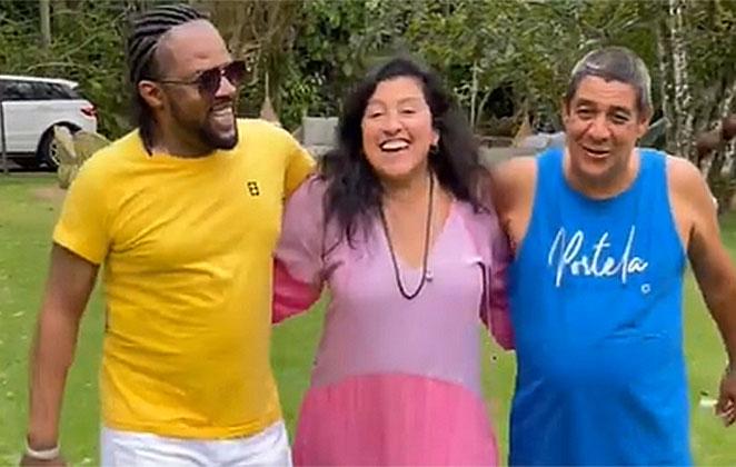 Xande de Pilares, Regina Casé e Zeca Pagodinho se reencontram em sítio