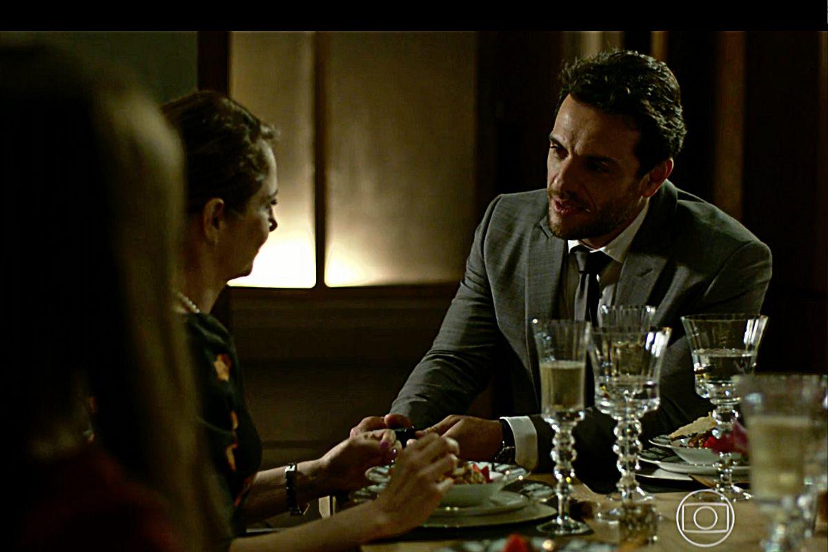 Alex (Rodrigo Lombardi) pede Carolina (Drica Moraes) em Verdades Secretas