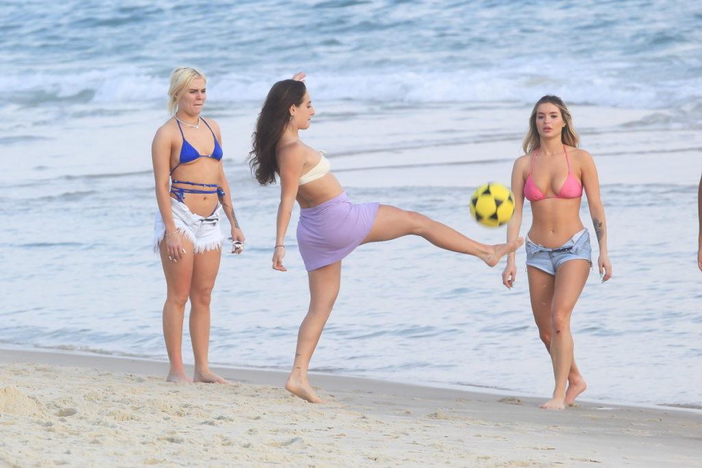 Luisa Sonza na praia com amigos