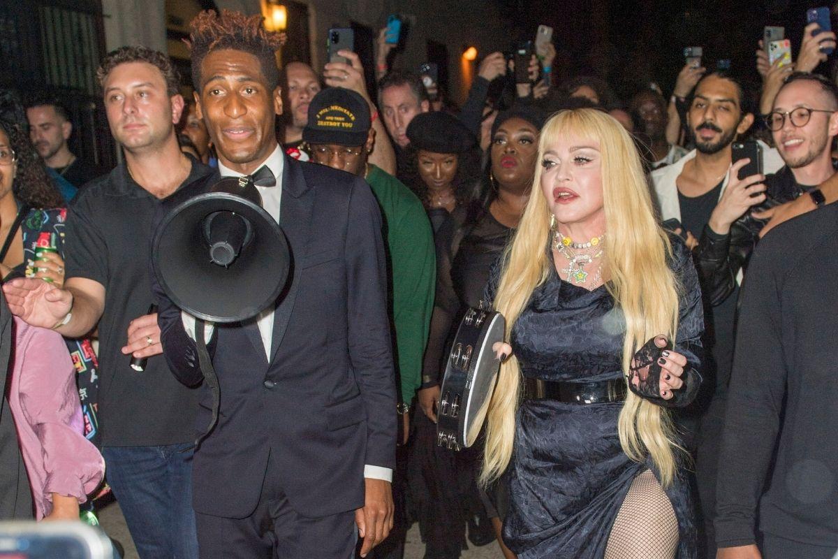 Madonna comanda passeata musical pelas ruas do Harlem para lançar Madame X