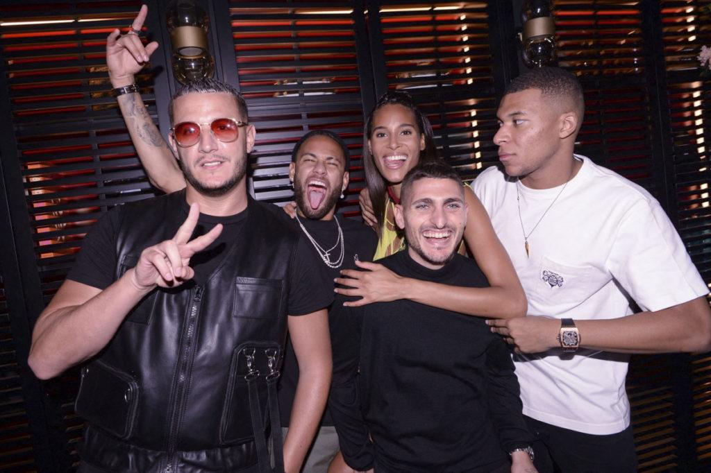 Cindy Bruna com amigos famosos
