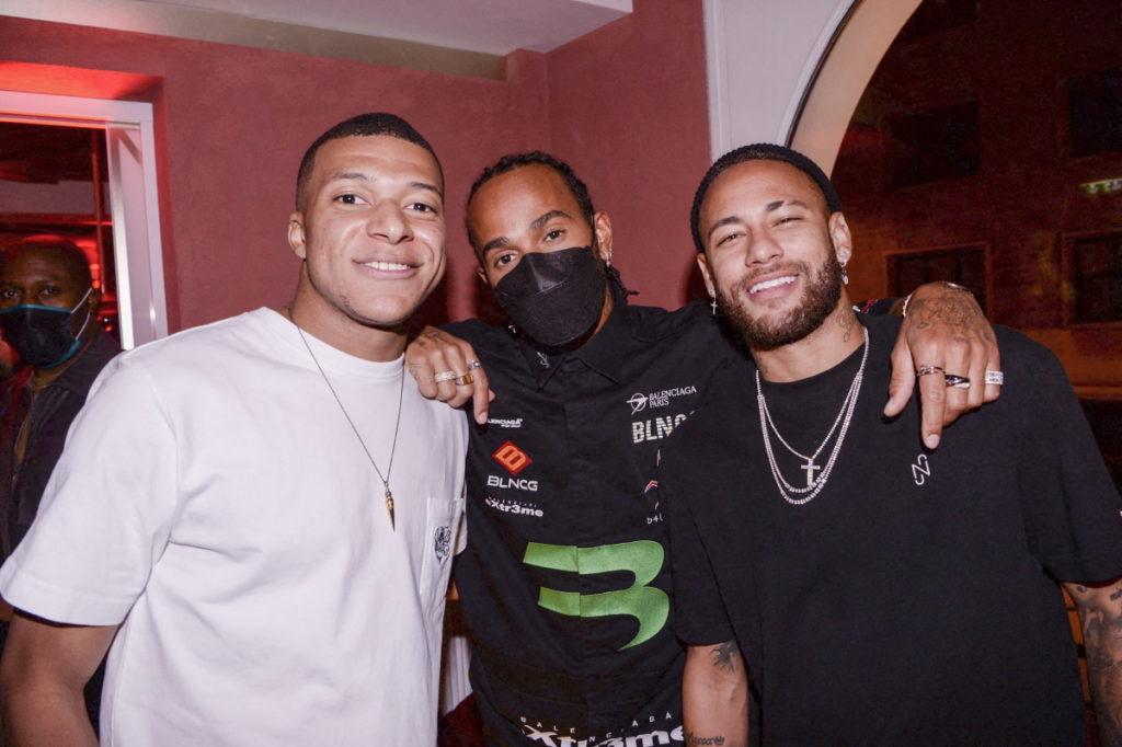 Neymar com Kylian Mbappé e Lewis Hamilton