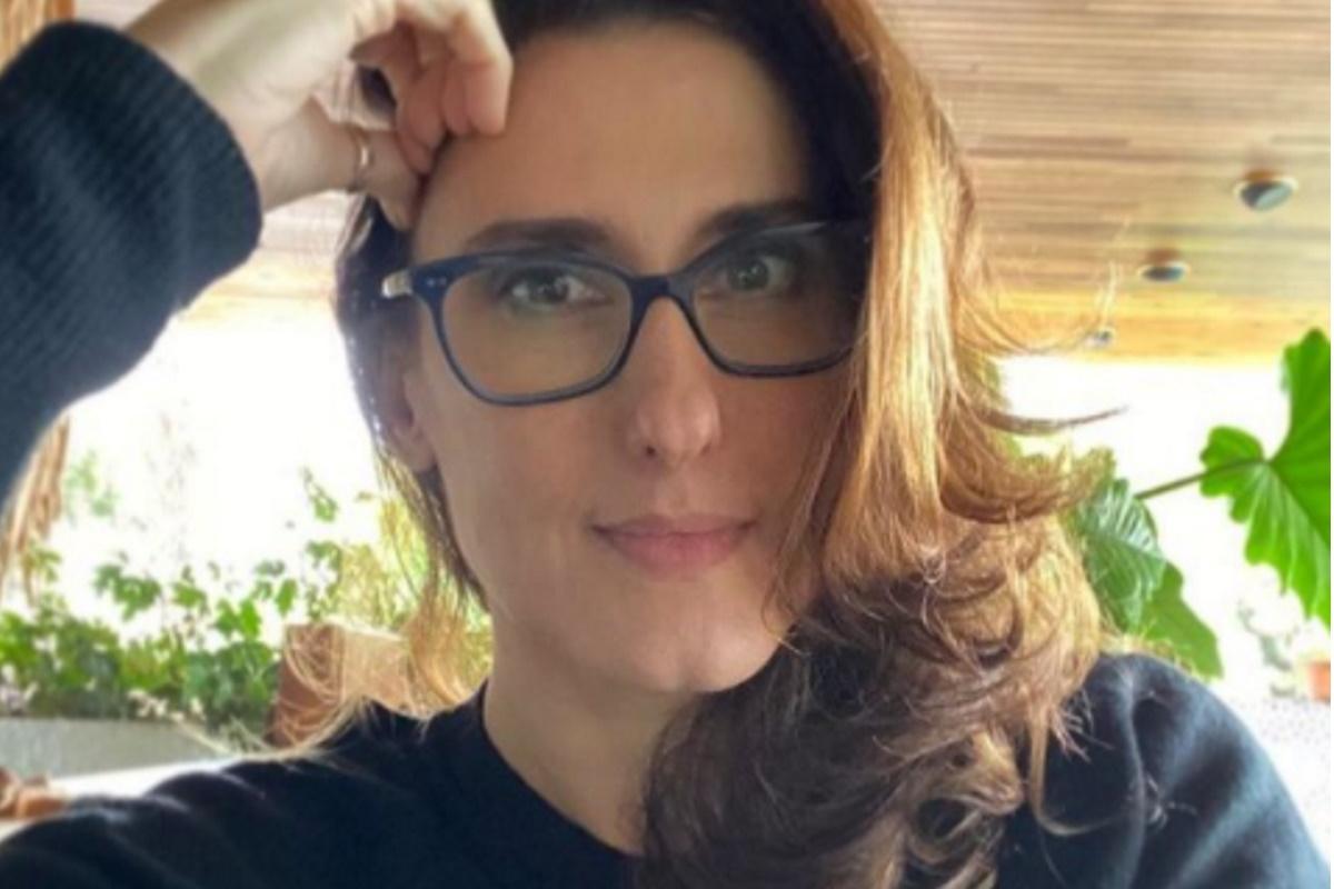 Paola Carosella de oculos