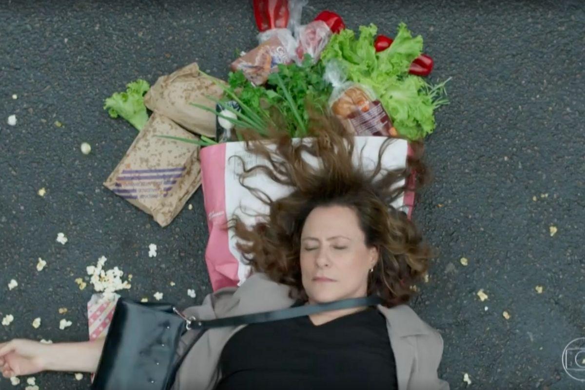 Pega Pega: Arlete (Elizabeth Savalla) é atropelada.