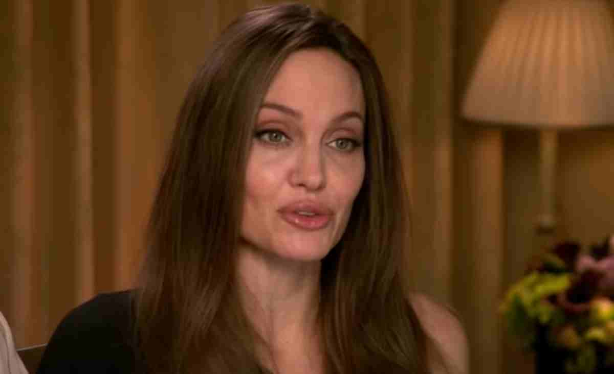 Angelina Jollie entrevista programa Extra, print