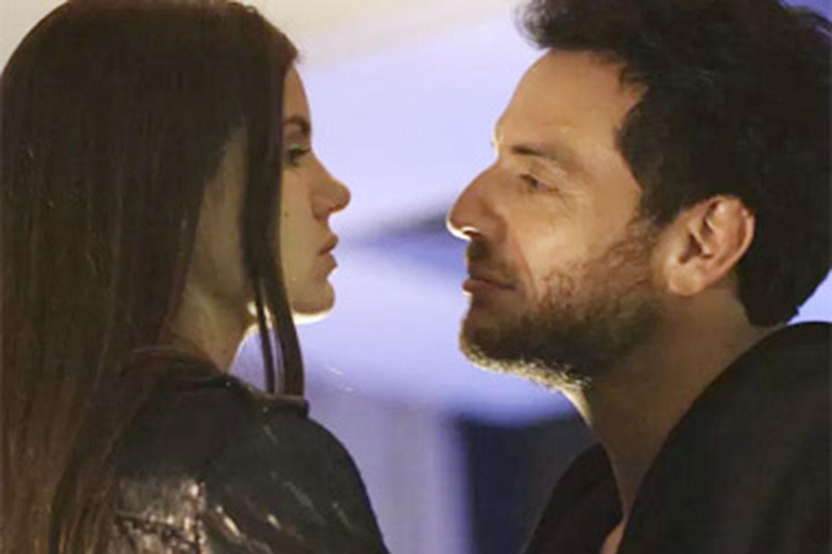 Camila Queiroz como Angel e Rodrigo Lombardi como Alex em Verdades Secretas