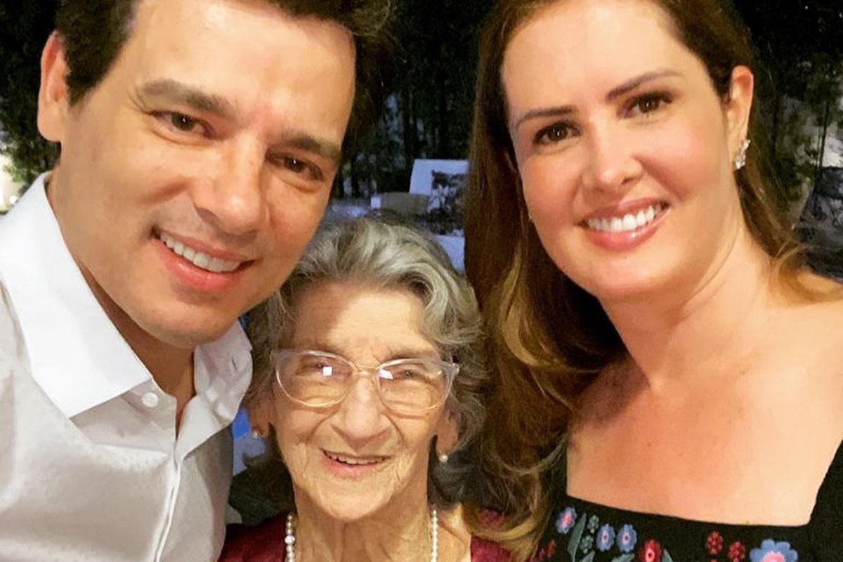 Celso Portiolli ao lado da mãe Dona Dibe e da esposa Suzana Marchi