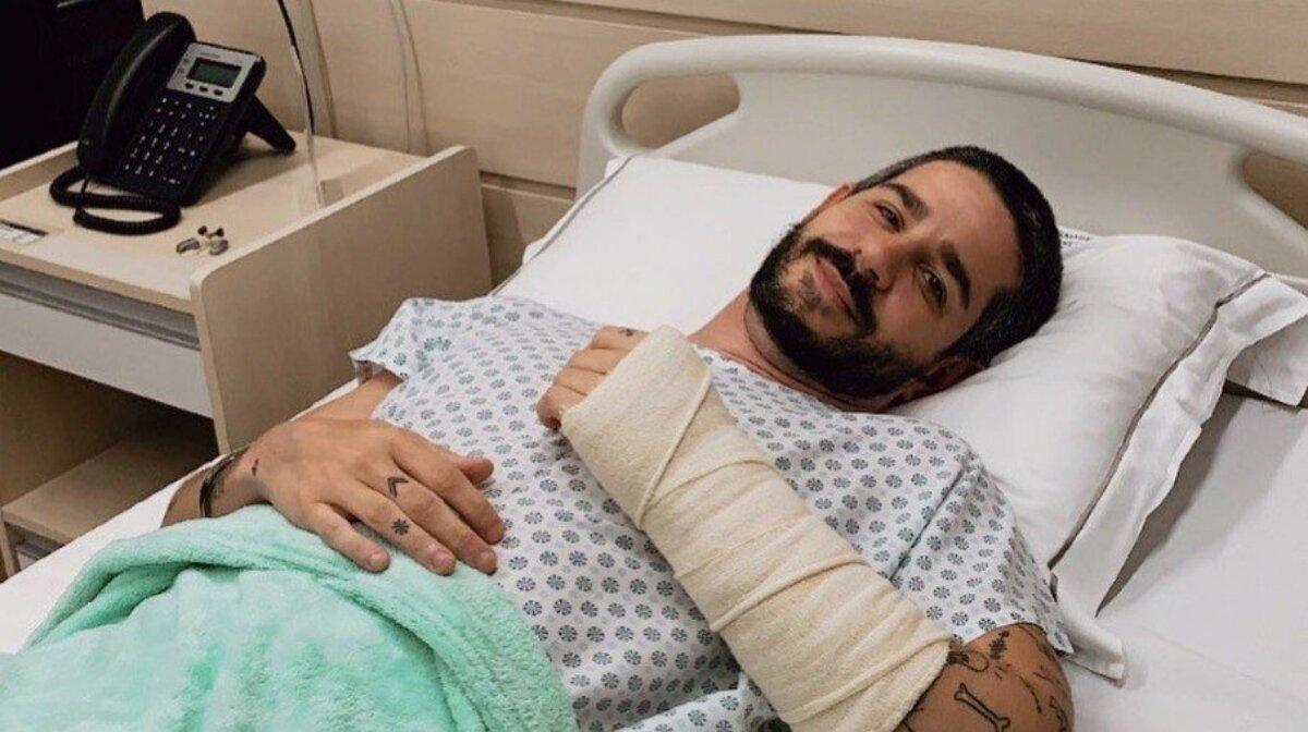 Ator Pedro Neschling no leito do hospital, após cirurgia no braço