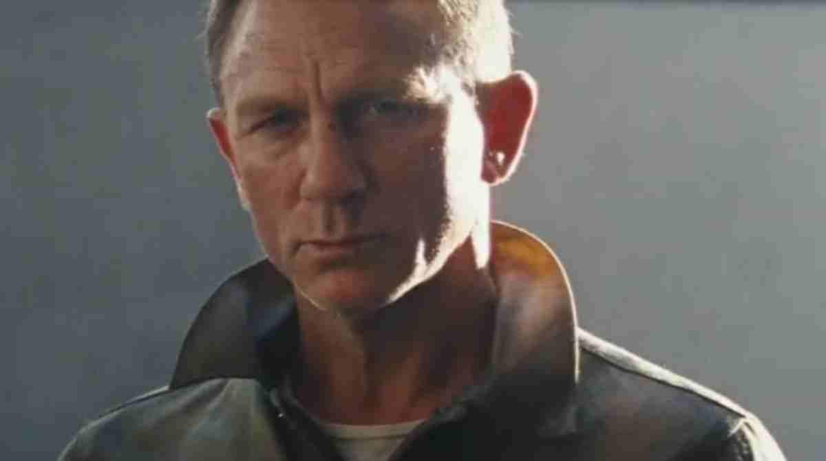 Daniel Craig em cena de James Bond