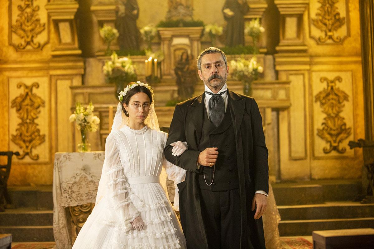 Daphne Bozaski e Alexandre Nero em Nos Tempos do Imperador