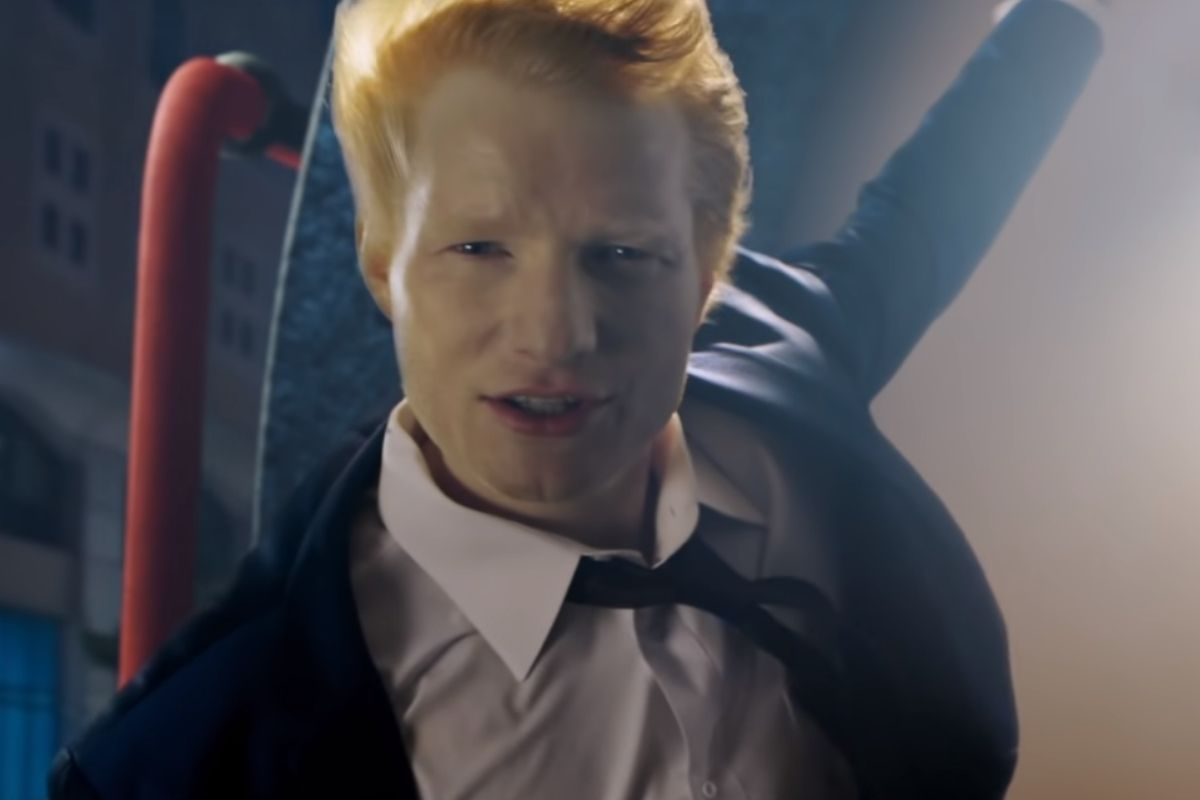 Ed Sheeran no videoclipe do single Shivers