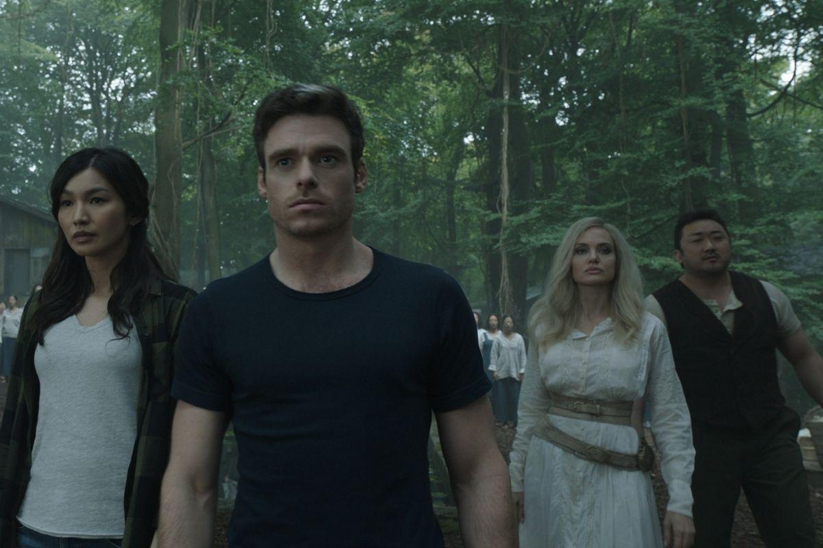 eternos reunidos em cena do filme no passado