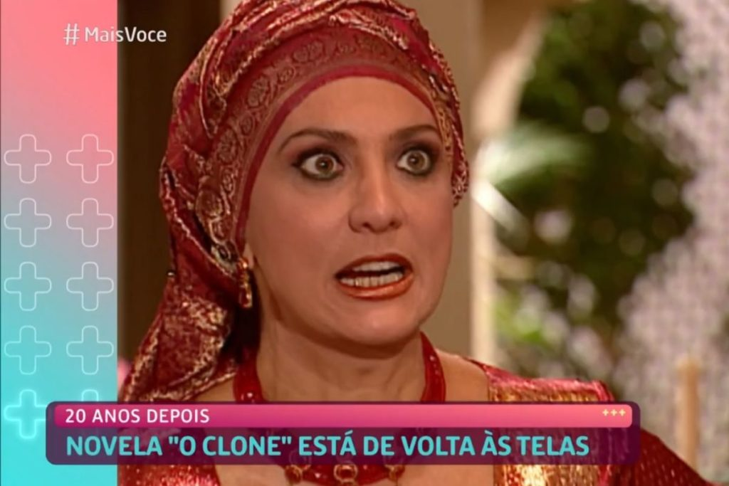 Eliane Giardini como Nazira em cena de O Clone