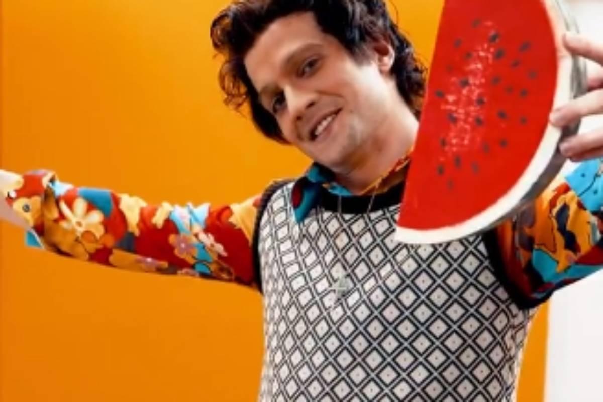 fiuk trajado como harry styles para o show dos famosos do domingão com huck