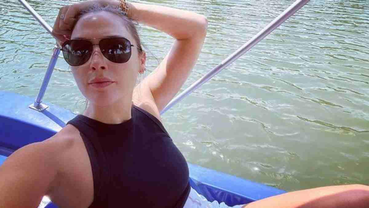 Gal Gadot em passeio de barco