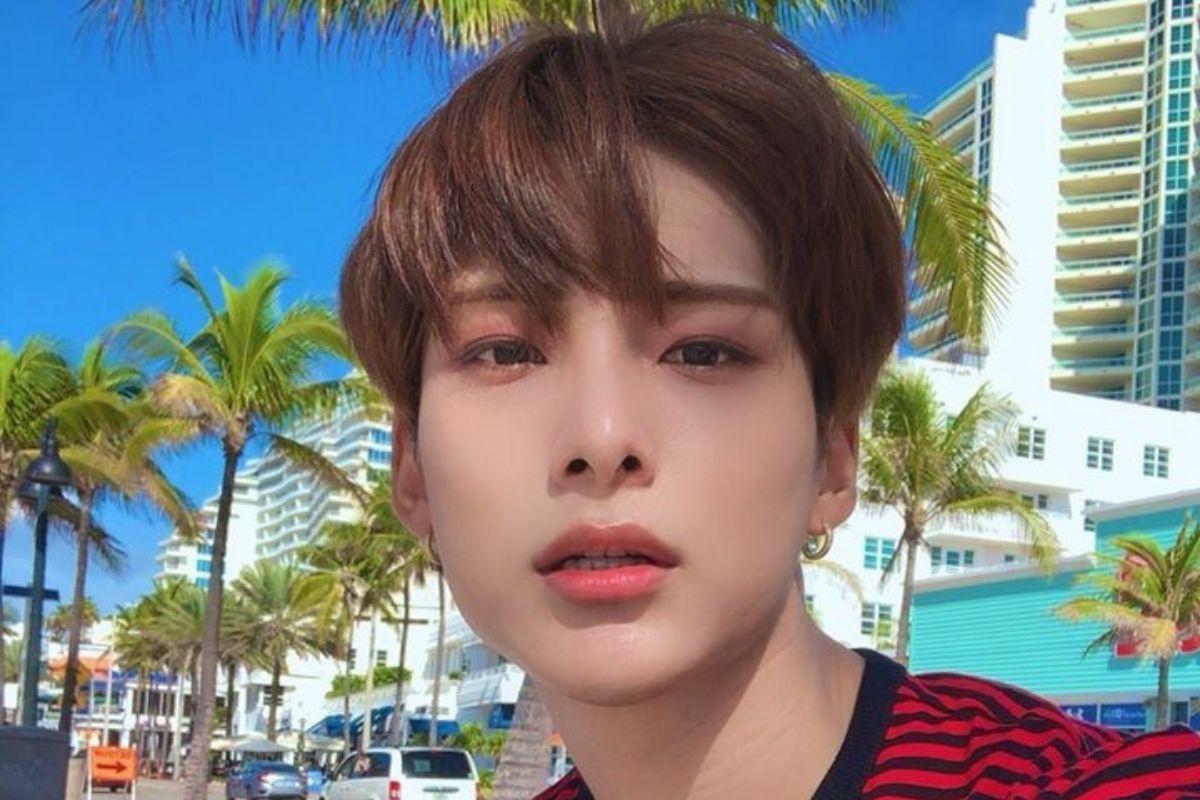 Jun,. do grupo de K-pop A.C.E., em selfie