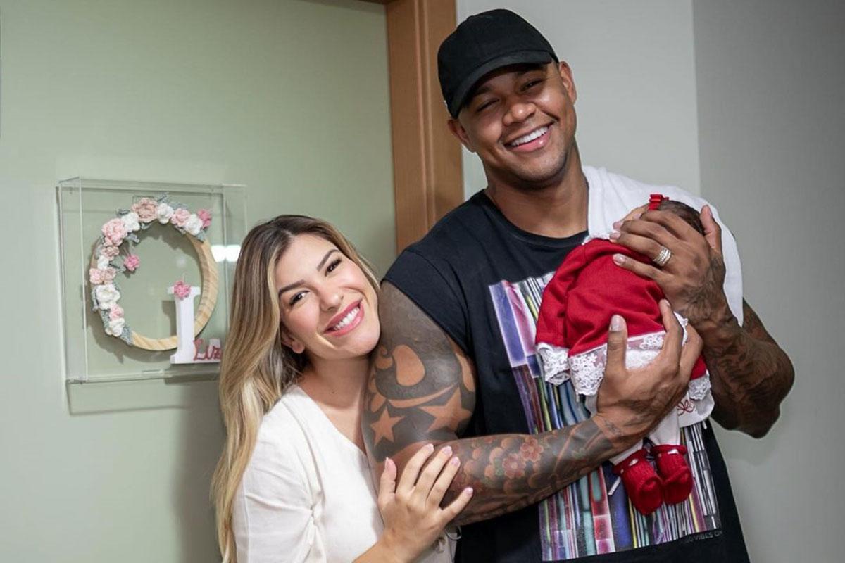 Lore Improta e Léo Santana com a filha Liz