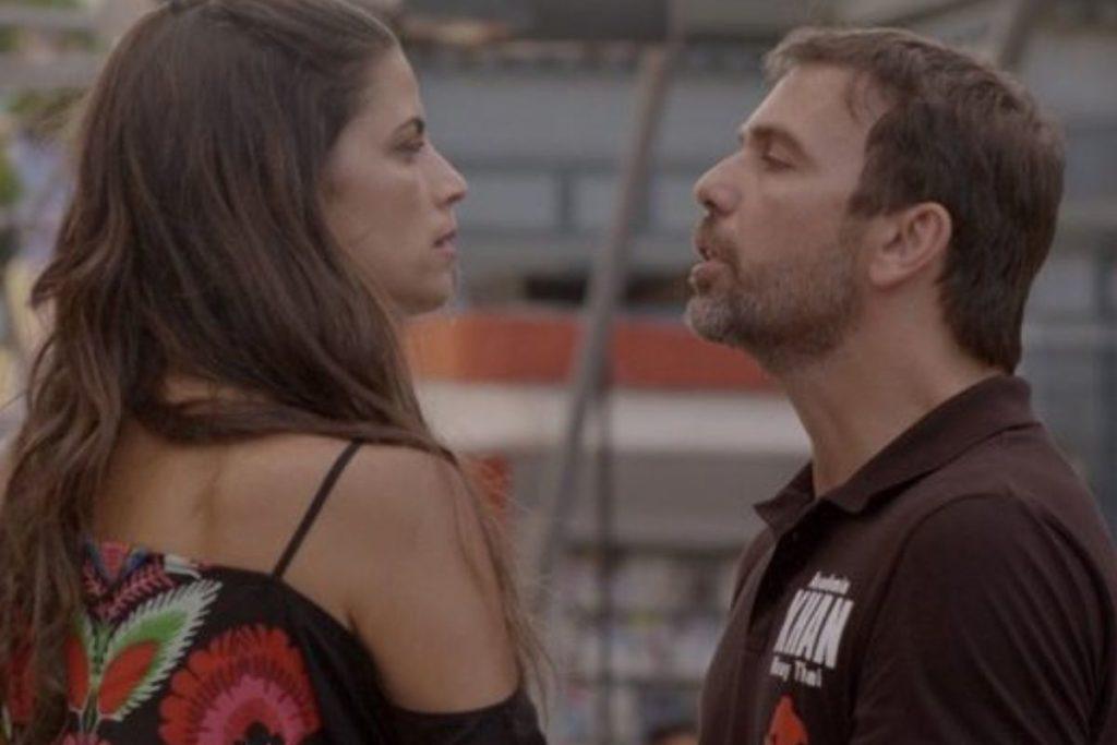 Malhação Sonhos - Dandara (Emanuelle Araújo) empurra Lobão (Marcelo Faria) para dentro da piscina