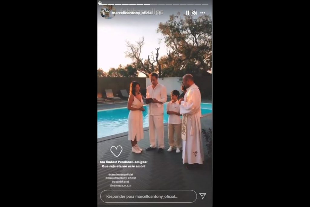 Marcello Antony e Carolina Antony com familiares em renovação de votos
