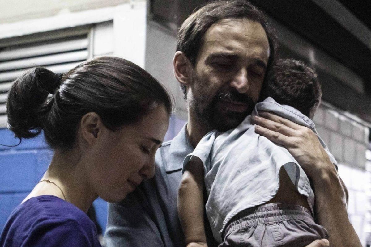 Marjorie Estiano (Carolina) e Julio Andrade (Evandro) em Sob Pressão