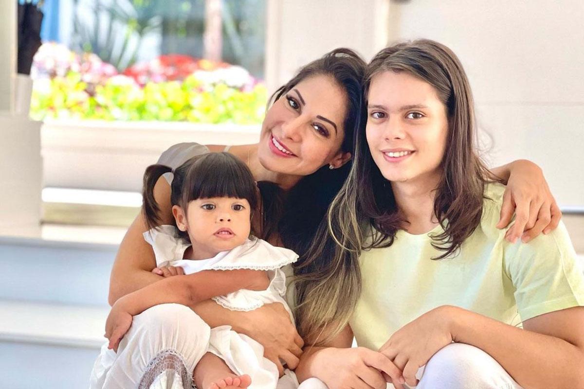 Mayra Cardi com os filhos Lucas e Sophia